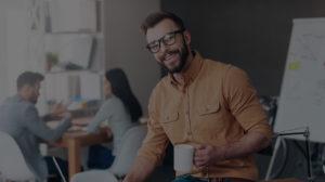 Ebook SlikDesk - Foto de profissional em escritório - Mesa com regulagem de altura SlikDesk