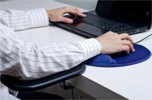 Postura ao trabalhar com notebook