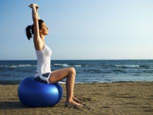 imagem de mulher fazendo Pilates e funcional para evitar dor na nuca