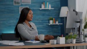 Por que investir em móveis ergonômicos na empresa